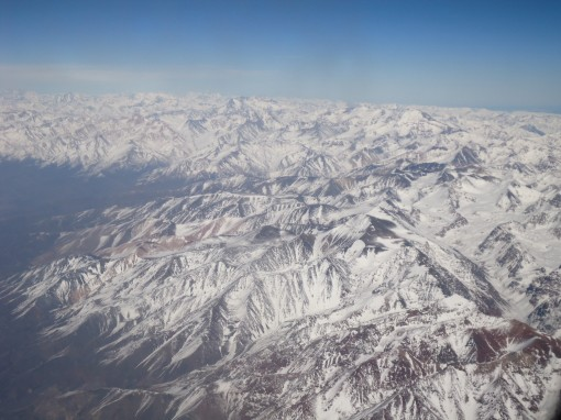 Vista da Cordilheira dos Andes pela janela do avião