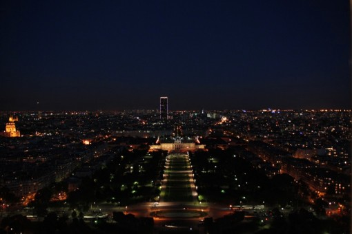 Olha a Torre Montparnasse se destacando na paisagem