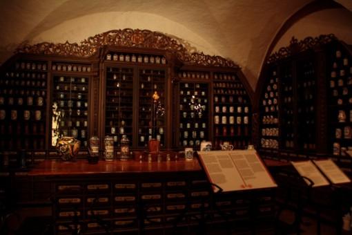 Armários farmacêuticos no museu