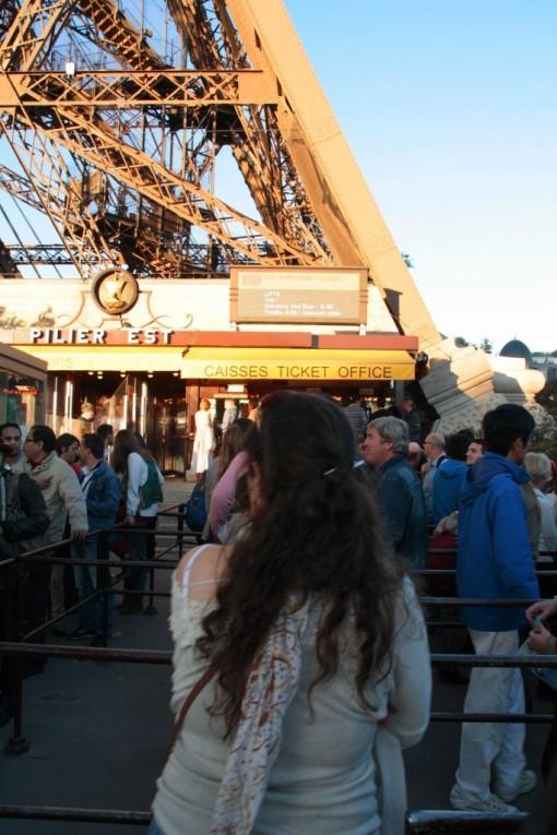 Fila na torre Eiffel