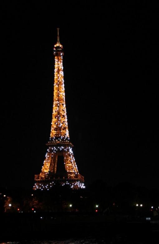Torre Eiffel piscando