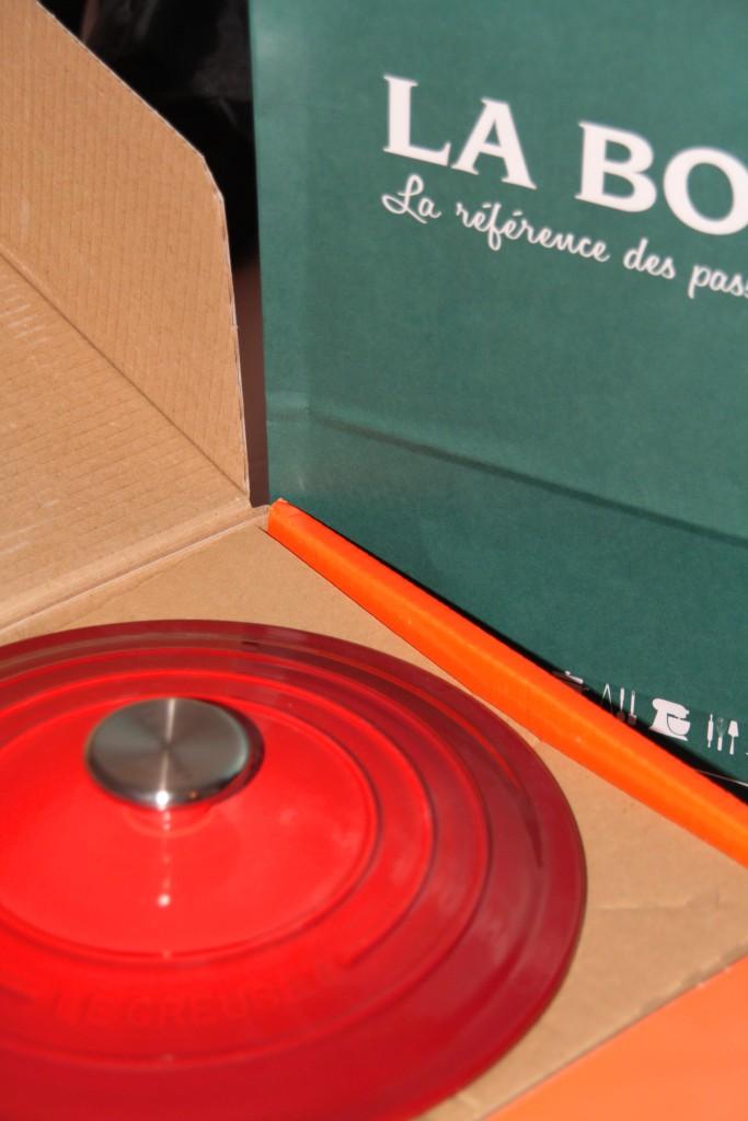 Tampa da Le Creuset comprada em Paris e que foi colocada na mala de mão para trazer ao Brasil