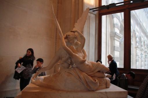 Psique sendo reanimada por cupido, ou Eros, que dá na mesma.