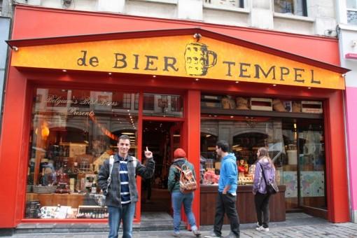 Duvido que os homens fiquem aborrecidos fazendo compras nessa loja.