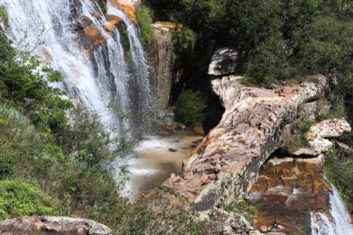As formações rochosas formaram essa ponte natural