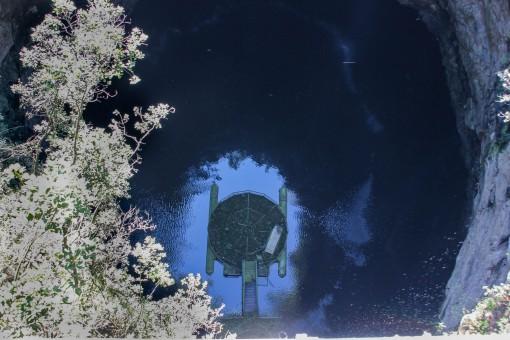 50 m de buraco mais 50 m de água somam os 100 m da Furna