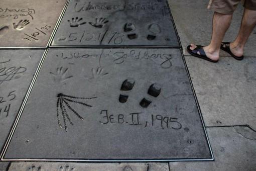 Trancinhas da Whoopi Goldberg em frente ao Chinese Theater