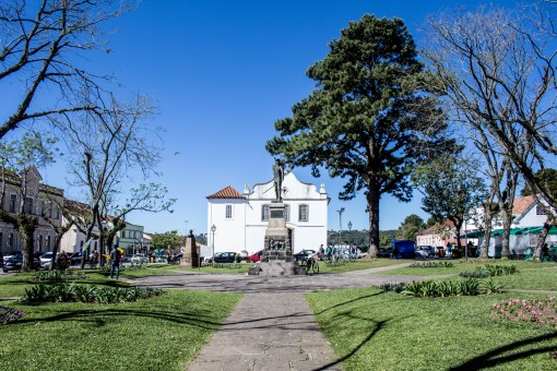 Igreja de Santo Antonio no fim da praça na Lapa, Brasil