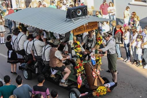 Essa foto é de 2013 mas o Kako´s Wagen continua marcando presença no desfile.