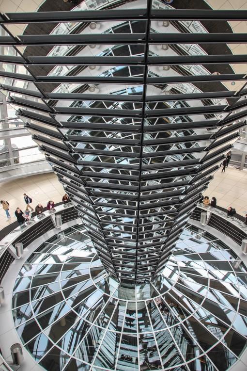 Jogo de espelhos no domo do Reichstag