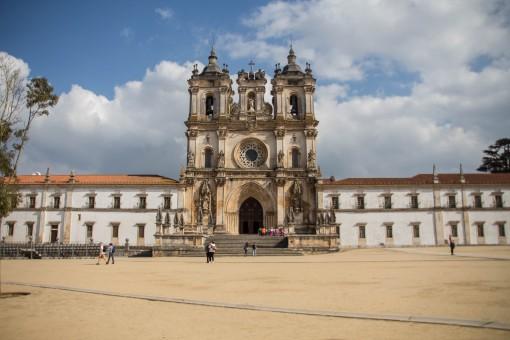 Lugares para conhecer em Portugal - Fachada do Mosteiro de Alcobaça