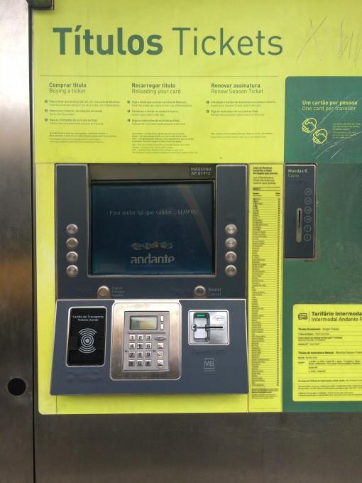 Máquina para comprar o Ticket de Metro no Porto