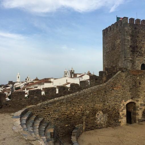 Lugares para conhecer em Portugal - CAstelo e Arena de Monsaraz