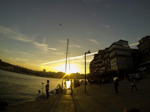 Lugares para conhecer em Portugal - Pôr do Sol na Ribeira