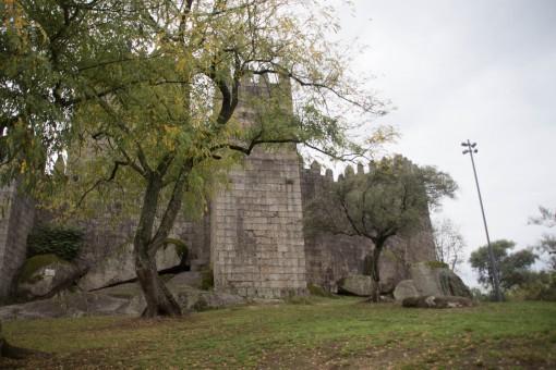 Castelo construído no século X para proteger o Mosteiro de Santa Maria.