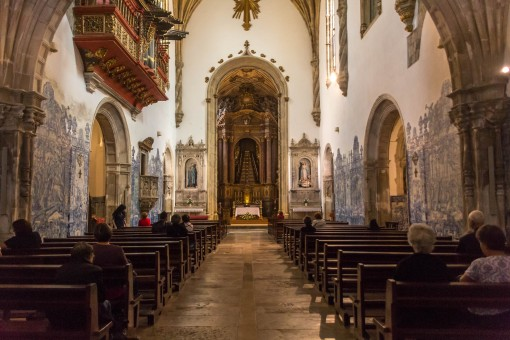 Interior da Igreja de Santa Cruz na Praça 8 de maio
