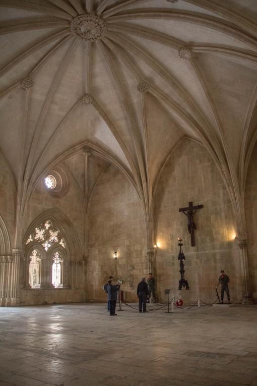 Sala do capítulo com imenso vão e teto abobadado