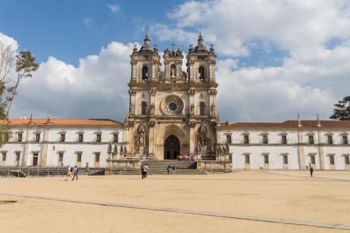 Mosteiro de Alcobaça, onde jazem Pedro e Inês de Castro