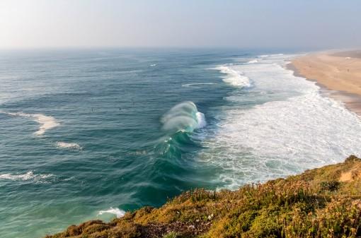 Ficar observando as ondas gigantes é hipnotizador