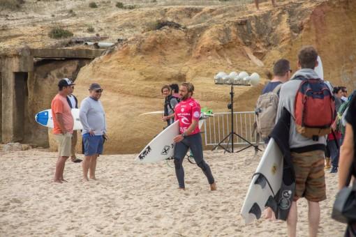 Praias em POrtugal -O brasileiro Caio Ibelli depois de sua bateria
