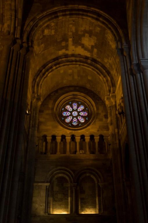 Um dos poucos vitrais na Sé de Lisboa