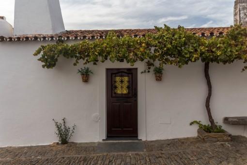 Uma porta fofa numa vila fofa