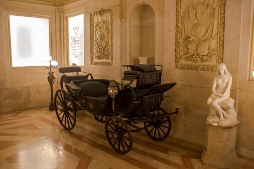 Carruagem da Cinderela existe, e tem uma sala só pra ela no Palácio.