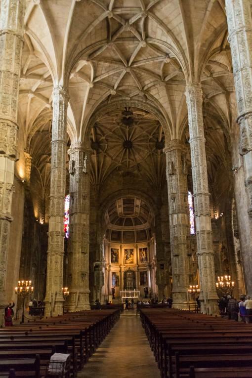 Essa igreja é linda e você pode visitar de graça no Mosteiro dos Jerônimos