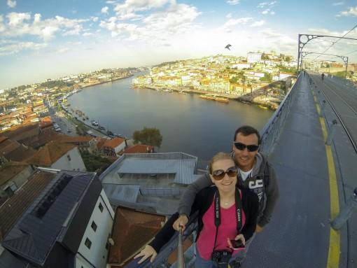 Suba na Ponte Luiz I para ter uma vista linda tanto da cidade do Porto quanto de Vila Nova de Gaia