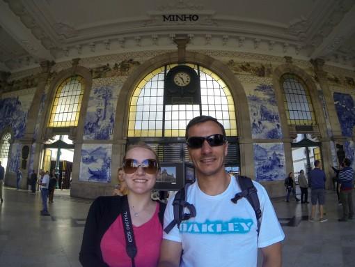 A Estação São Bento é um dos lugares onde você encontra os famosos azulejos portugueses. É linda.