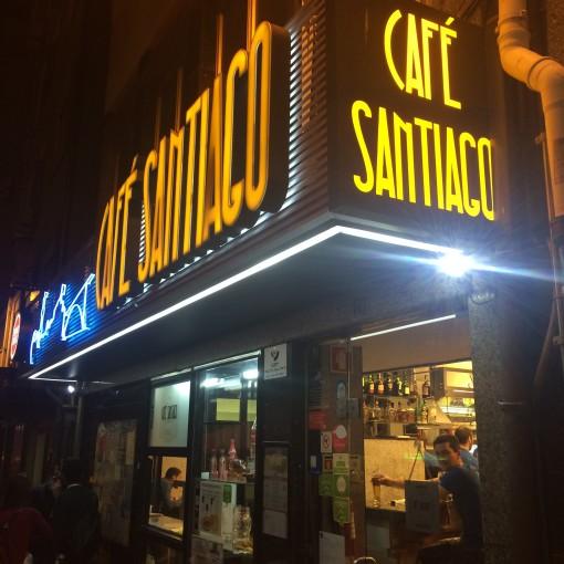 O Café Santiago diz ter a melhor francesinha da cidade. Será?
