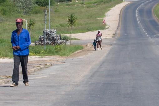 Não vimos muito transporte público por lá. As pessoas andam para chegar onde querem.