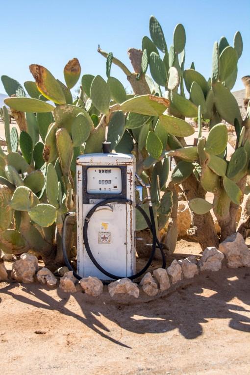 Bomba de gasolina antiga decorando Solitaire