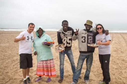 Diego, Marta, Tabacap, George e Ion. Compramos umas pedras para ajudá-los.