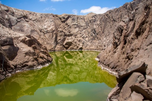 """Essa água verde é cheia de minerais e dizem ter propriedades curativas. """"Mar Morto da Namíbia"""""""