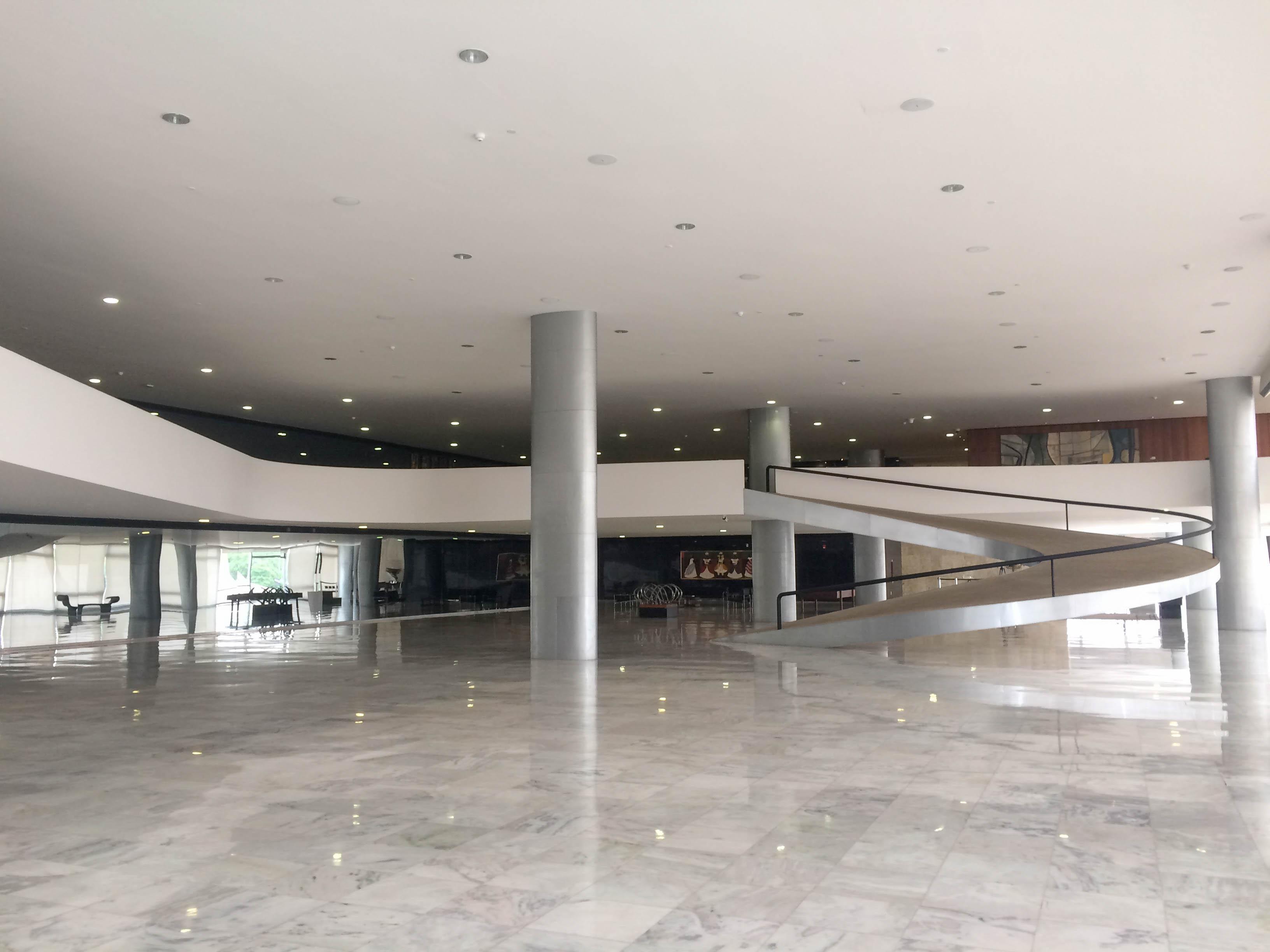 Visita ao Palácio do Planalto Presta atenção nessa rampa. Ela é horrível de subir.