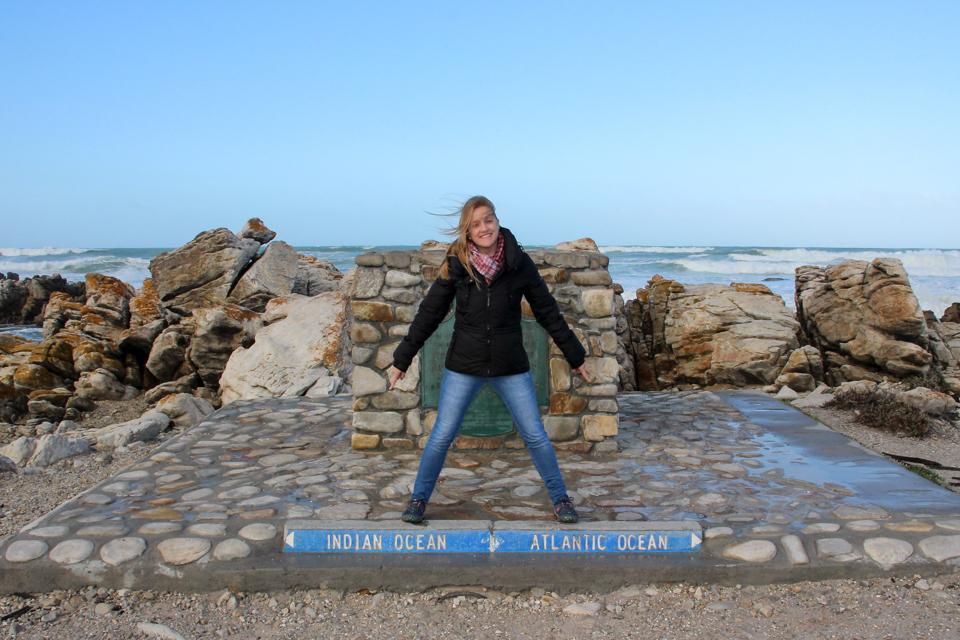 Cabo Agulhas Monumento do cabo mais ao sul da África e que separa o Oceano Atlântico do Índico.