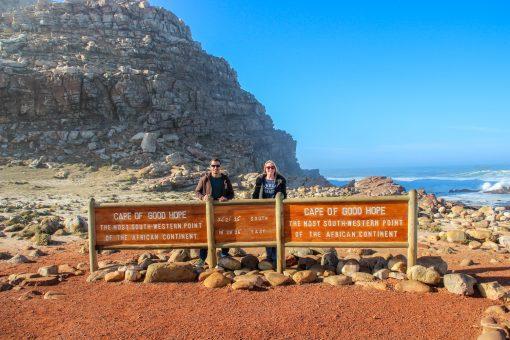 A famosa placa do Cabo. Se tiver sorte pegará pouca fila, como nós.