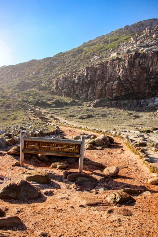Ao lado da famosa placa tem uma trilha. Suba!! É lindo lá em cima.