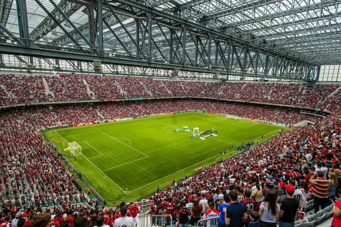 Arena da baixada lotada durante um dos jogos vista do canto esquerdo superior do estádio