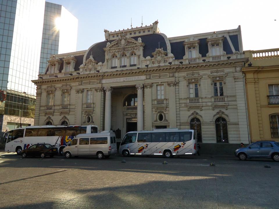 O que fazer em Santiago - Edifício do correio de Santiago na Praça das Armas