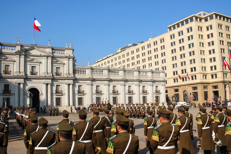 Turistik parada - Espetáculo da Troca da Guarda que acontece na Praça da Constituição