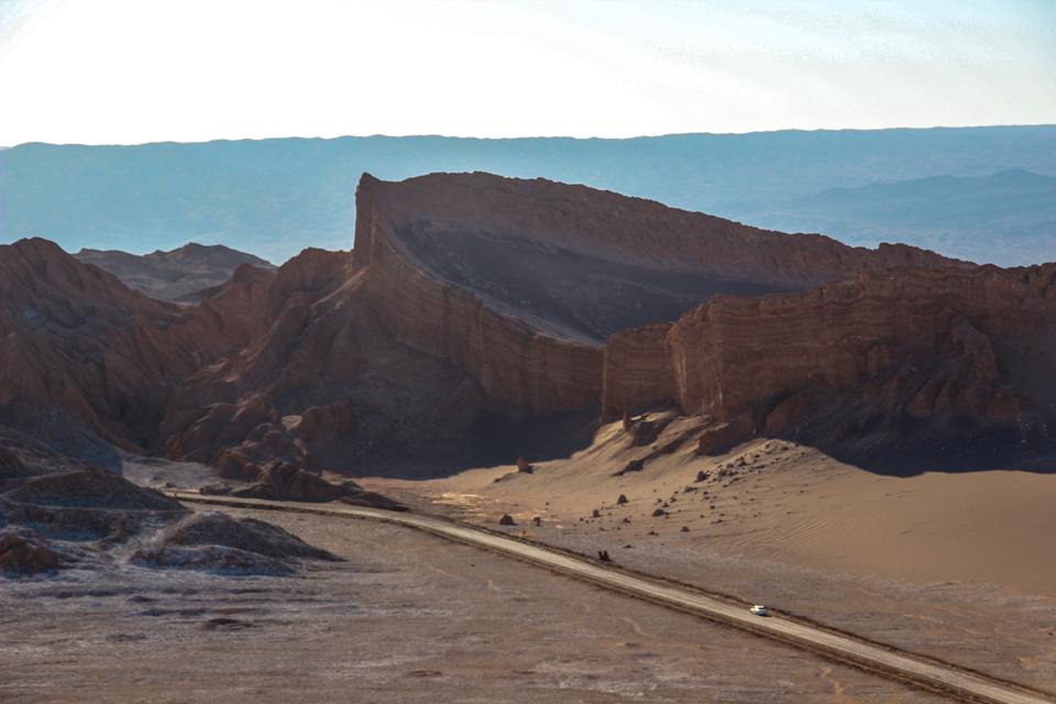 Formação rochosa no valle de la luna que parece um anfiteatro romano pois as paredes de volta são mais altas e o meio mais fundo.