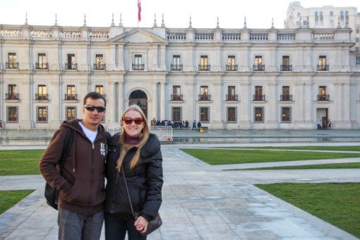 Diego e eu nos fundos do palácio, na praça da cidadania