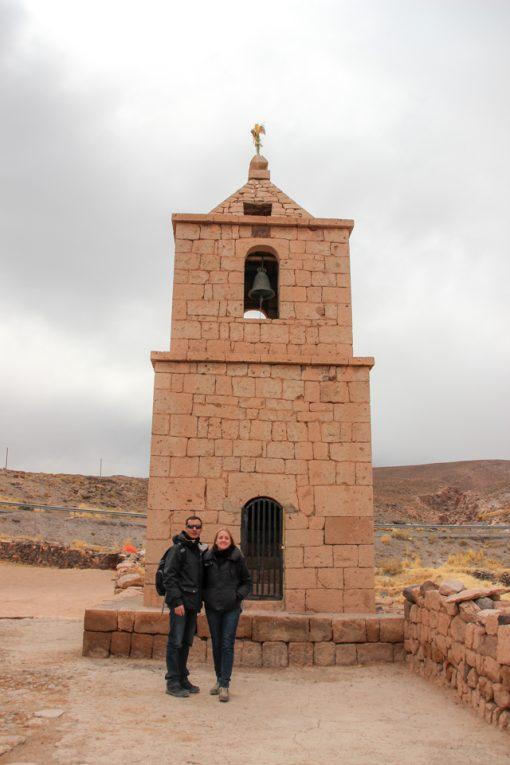 Torre do sino da igreja de socaire. Eu e Diego na frente.