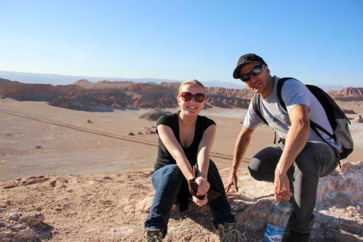 Eu e Diego descansando após subir a duna