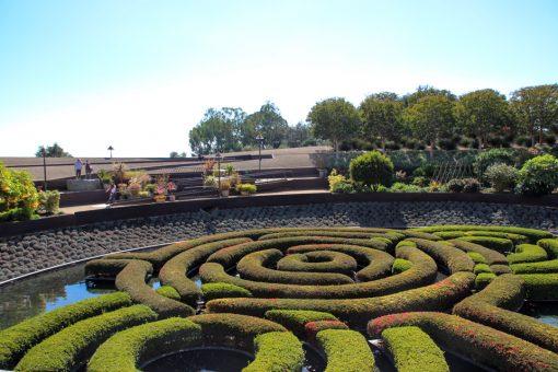 Jardins com arbustos baixos imitando um labirinto