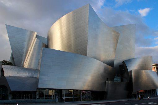 As formas mirabolantes de Frank Gehry na lateral do Disney Concert Hall