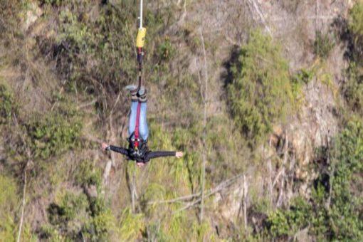 bungee jump africa do sul - curtindo o balança estilo morcegão