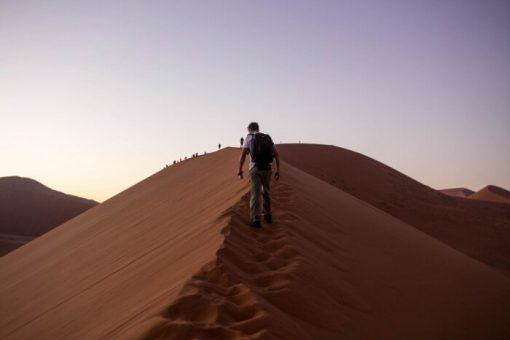 Deserto da Namíbia - Diego subindo a duna